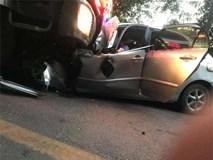 Xe con đối đầu xe tải, hiện trường vụ tai nạn khiến những người chứng kiến ám ảnh
