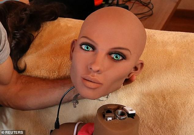 Mặt tối đáng sợ của robot tình dục: Khi các cỗ máy xâm chiếm giường ngủ-4