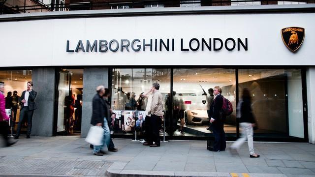Lời trần tình của nhân viên bán Lamborghini: Đừng đuổi một cậu bé 19 tuổi ra khỏi showroom-1