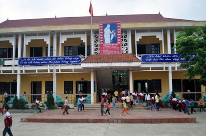 Lạng Sơn: Bé trai có nguy cơ mù vì bị cô giáo chủ nhiệm dùng thước đánh vào mắt-1