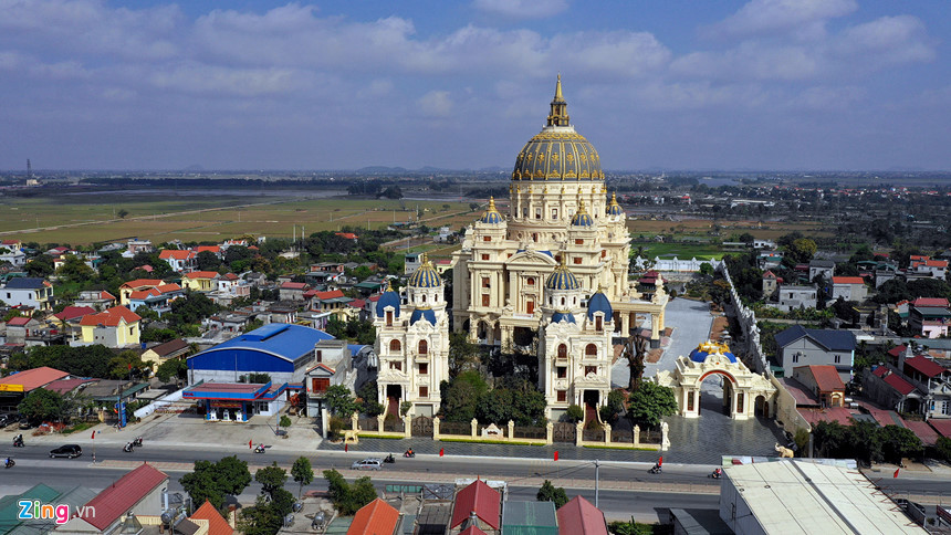 Lâu đài hoành tráng như trong truyện cổ tích của đại gia Ninh Bình-1