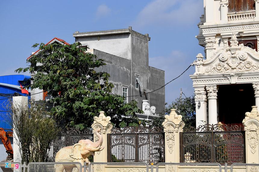 Lâu đài hoành tráng như trong truyện cổ tích của đại gia Ninh Bình-14