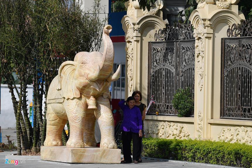 Lâu đài hoành tráng như trong truyện cổ tích của đại gia Ninh Bình-9