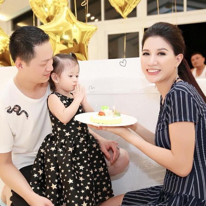 Ngày sinh nhật được chồng tặng hẳn cọc tiền USD, Trang Trần lại bật khóc vì... ức-4