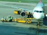 Ném hành lý như ném gạch, nhân viên sân bay Đà Nẵng bị cảnh cáo-2