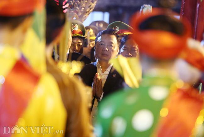 Ảnh: Hàng nghìn người chen lấn, xô đẩy sau lễ khai ấn đền Trần 2019-3