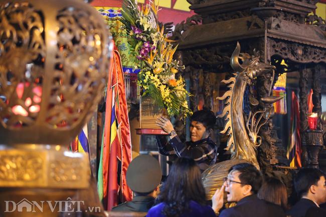 Ảnh: Hàng nghìn người chen lấn, xô đẩy sau lễ khai ấn đền Trần 2019-4
