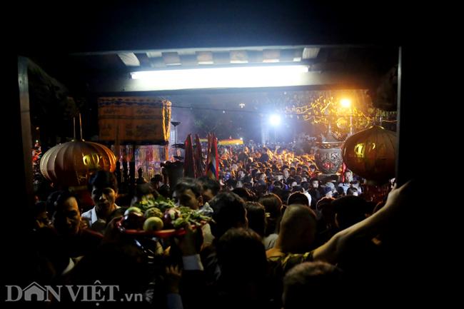Ảnh: Hàng nghìn người chen lấn, xô đẩy sau lễ khai ấn đền Trần 2019-6