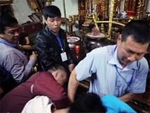 Ảnh: Hàng nghìn người chen lấn, xô đẩy sau lễ khai ấn đền Trần 2019