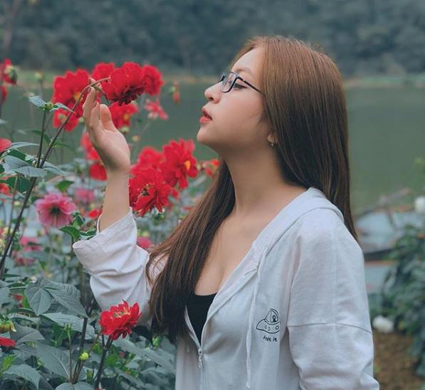 Liên tục bị antifan chỉ trích vì ăn mặc sexy, bạn gái Quang Hải đã có hành động đáp trả cực khiêu khích-2