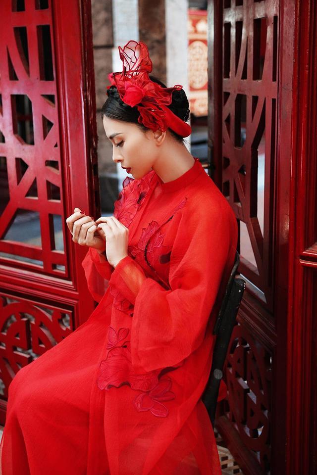 Ngô Thanh Vân rực rỡ sắc đỏ cùng thần thái sắc lạnh vạn người mê-2