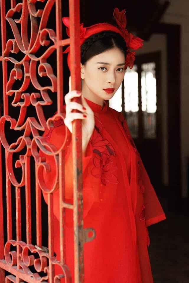 Ngô Thanh Vân rực rỡ sắc đỏ cùng thần thái sắc lạnh vạn người mê-3