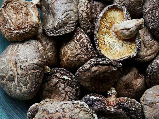 Giá gần 10 triệu đồng/kg, nấm hương Nhật được bà nội trợ Việt săn lùng-1