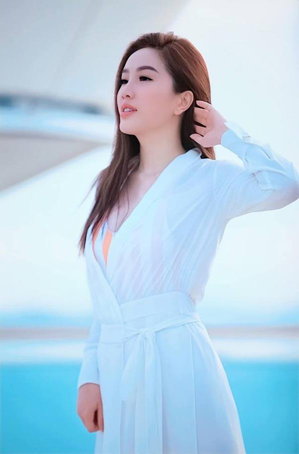 Bảo Thy khoe nhan sắc rạng rỡ với sắc trắng tinh khôi-12