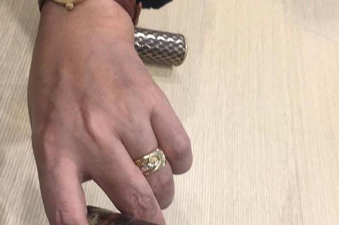 Ngọc hoàng Quốc Khánh khoe nhẫn ở ngón tay áp út, chuẩn bị lấy vợ?-1
