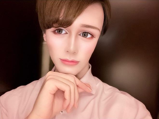 Chàng trai Nhật Bản phẫu thuật cả chục lần thành ma nơ canh di động-4