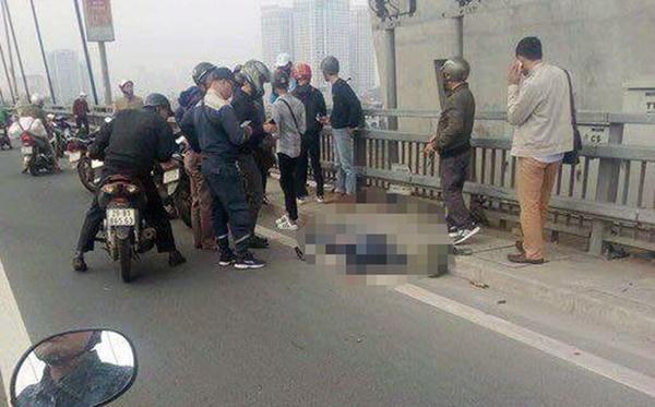 Hà Nội: Xe buýt đâm tử vong người đàn ông đi xe máy cùng chiều trên cầu Nhật Tân-1