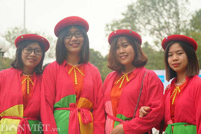Thu hàng triệu đồng mỗi ngày nhờ cho thuê trang phục ở hội Lim-4