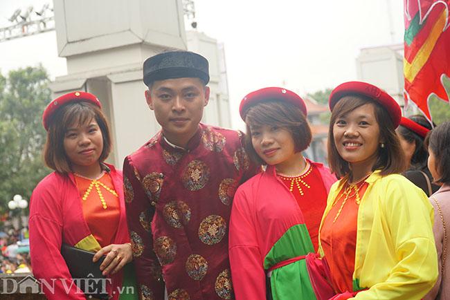 Thu hàng triệu đồng mỗi ngày nhờ cho thuê trang phục ở hội Lim-5
