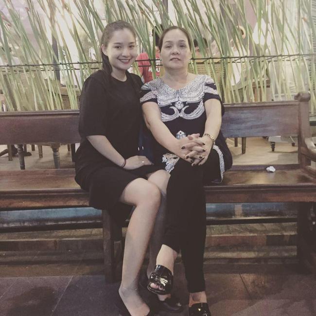 4 năm sau khi người mẫu Duy Nhân qua đời vì ung thư: Kiều Oanh vẫn lẻ bóng, coi mẹ chồng như người mẹ thứ 2-4