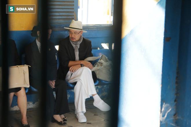 Ông Đặng Lê Nguyên Vũ đến tòa từ sớm, bà Lê Hoàng Diệp Thảo xuất hiện vào phút chót-2