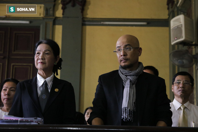 Ông Đặng Lê Nguyên Vũ đến tòa từ sớm, bà Lê Hoàng Diệp Thảo xuất hiện vào phút chót-3