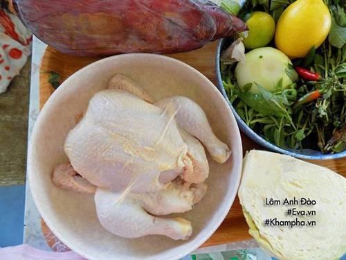 Gà thừa sau Rằm đem làm gỏi gà hoa chuối giòn ngon, thanh mát ăn mãi chẳng ngán-1