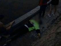 Sau cuộc cãi vã lúc nửa đêm, đôi nam nữ rơi xuống hồ, một người tử vong