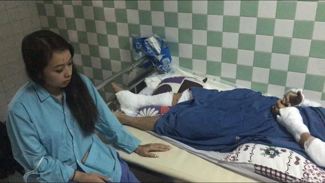 Vụ nam Việt kiều bị tạt axit, cắt gân chân ở Quảng Ngãi: Anh trai nạn nhân khóa số điện thoại và cả email sau khi trở về Canada-3