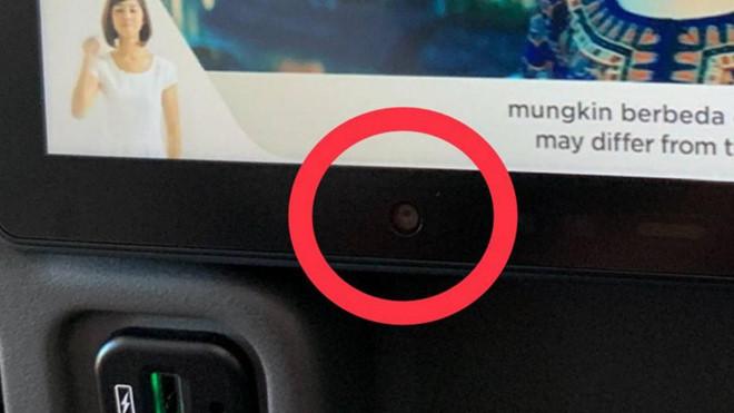 Khách tố máy bay của Singapore có camera ở lưng ghế-1