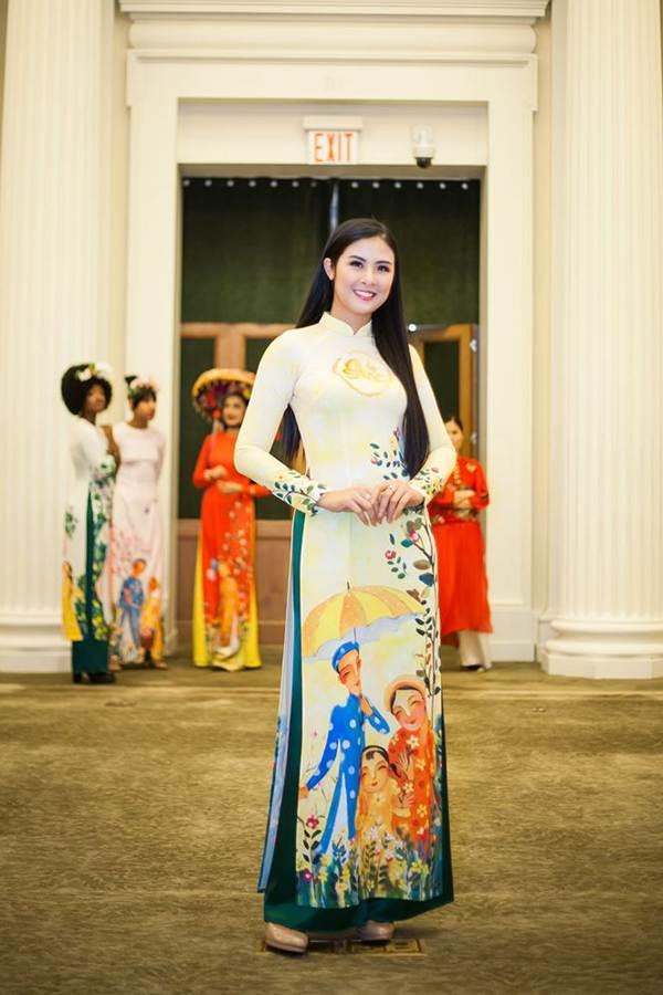 Hoa hậu Ngọc Hân mang áo dài sang New York diễn cho kiều bào-1