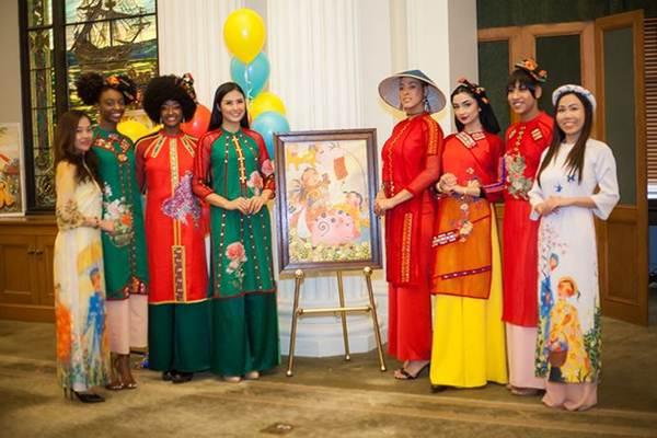 Hoa hậu Ngọc Hân mang áo dài sang New York diễn cho kiều bào-9