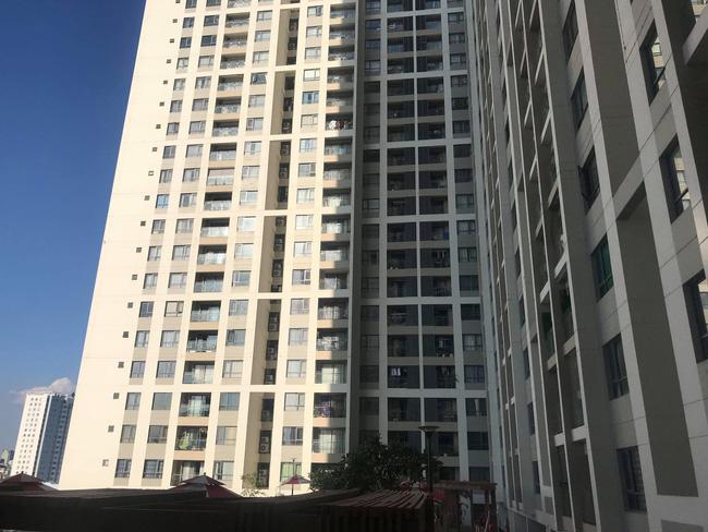 TP.HCM: Cô gái trẻ sinh năm 95 mặc bộ đồ đỏ tử vong cạnh hồ bơi, nghi rơi từ tầng cao chung cư xuống-2