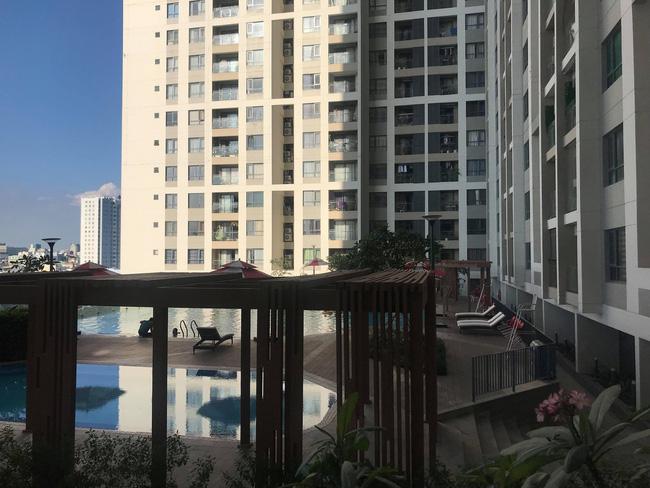 TP.HCM: Cô gái trẻ sinh năm 95 mặc bộ đồ đỏ tử vong cạnh hồ bơi, nghi rơi từ tầng cao chung cư xuống-4
