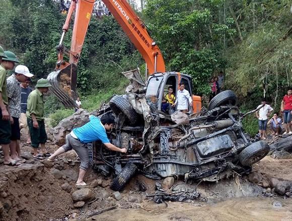 Tìm thấy ô tô chở 2 cán bộ biên phòng Thanh Hóa bị lũ cuốn trôi từ năm 2017-1