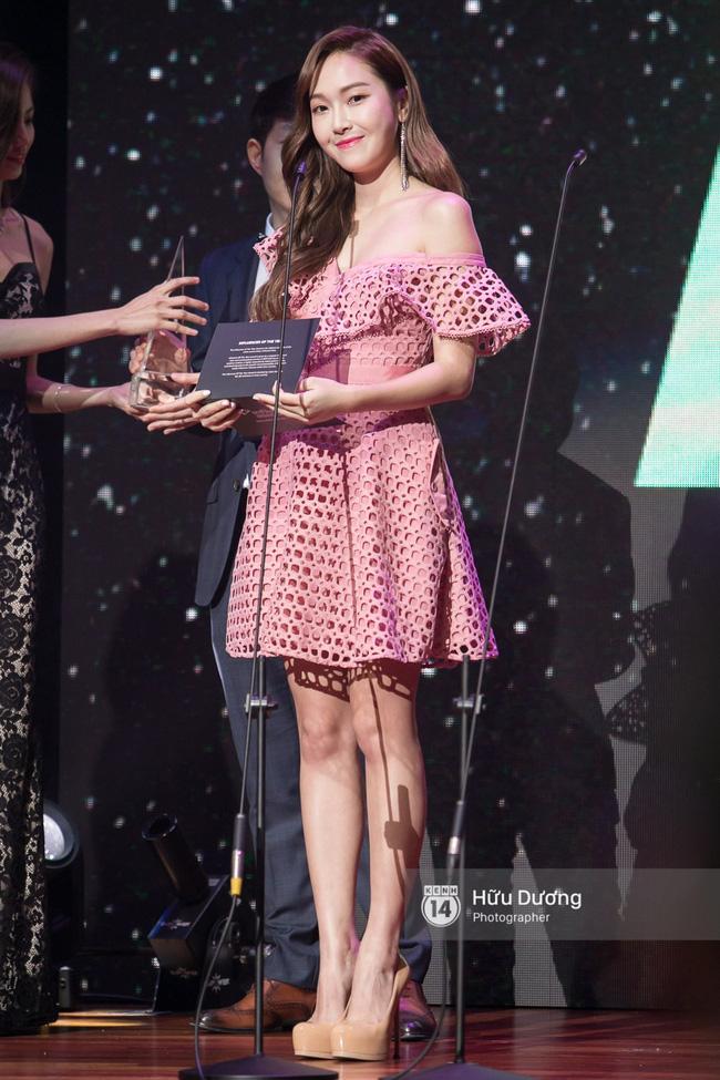 Trà Ngọc Hằng sến súa khi đụng lại váy 2 năm trước với Jessica Jung và cả loạt mỹ nhân-3