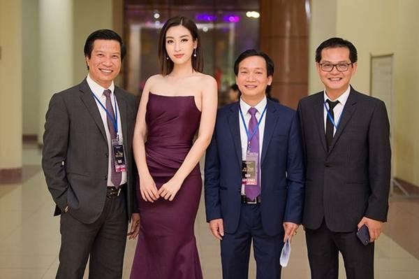 Hoa hậu Mỹ Linh vai trần gợi cảm làm giám khảo Người đẹp Kinh Bắc-5