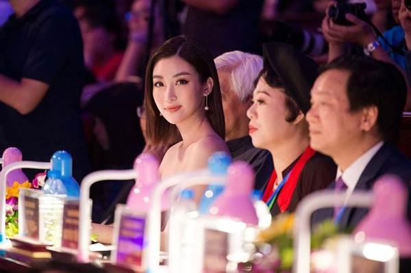 Hoa hậu Mỹ Linh vai trần gợi cảm làm giám khảo Người đẹp Kinh Bắc-7