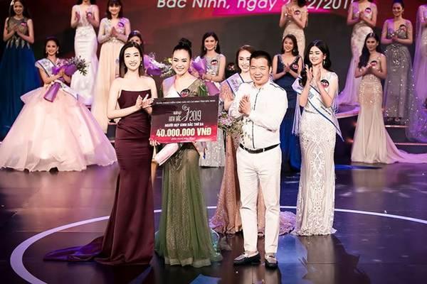 Hoa hậu Mỹ Linh vai trần gợi cảm làm giám khảo Người đẹp Kinh Bắc-11