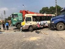 Tai nạn liên hoàn giữa 3 ô tô và 1 xe máy khiến 2 người tử vong