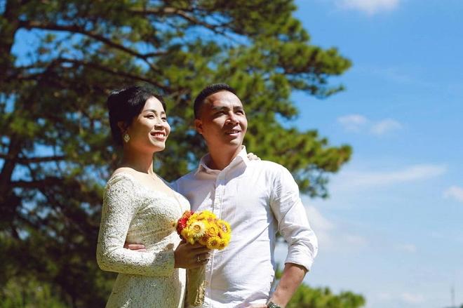 Loạt khoảnh khắc lãng mạn như chụp ảnh cưới của cặp đôi Mạnh Hùng - Hoàng Linh-2