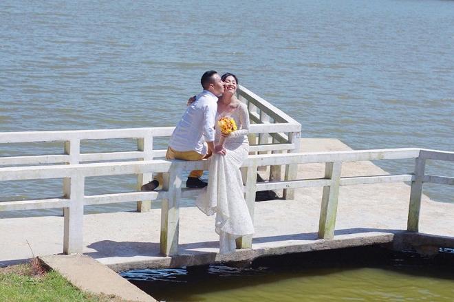 Loạt khoảnh khắc lãng mạn như chụp ảnh cưới của cặp đôi Mạnh Hùng - Hoàng Linh-4