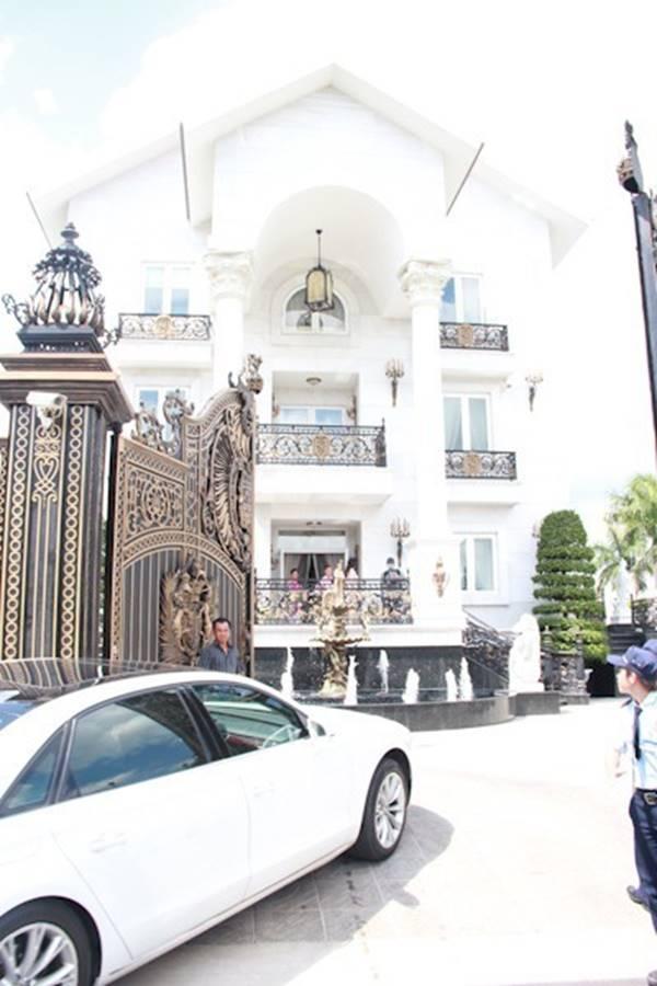 Đại gia Việt đọ độ chịu chơi qua những biệt thự dát vàng lấp lánh-7