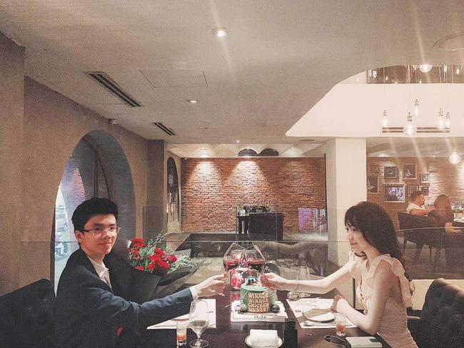 Sang chảnh như em trai Phan Thành và bạn gái: Đã chụp ảnh là chỉ tạo dáng trước siêu xe hoặc check-in ở nhà hàng xịn-11
