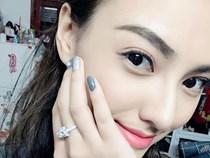 Ơn giời, sau bao tố cáo 'sống ảo' thì cuối cùng nhẫn kim cương 500 triệu đã yên vị trên tay Hồng Quế
