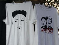 Kiếm chục triệu mỗi ngày nhờ bán áo in hình Donald Trump - Kim Jong Un