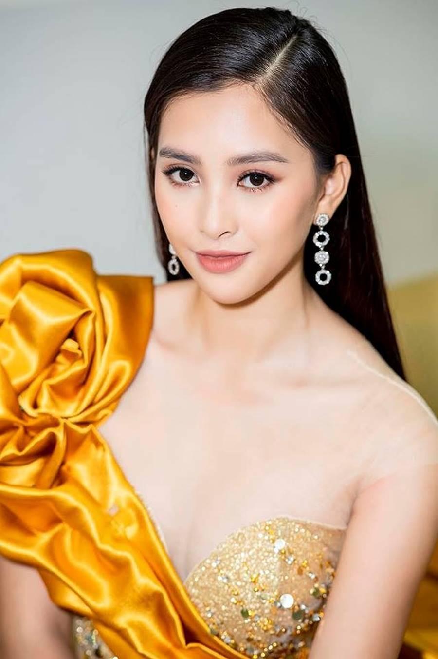 Hoa hậu Tiểu Vy, Á hậu Phương Nga đốn tim fans với váy áo lộng lẫy-1