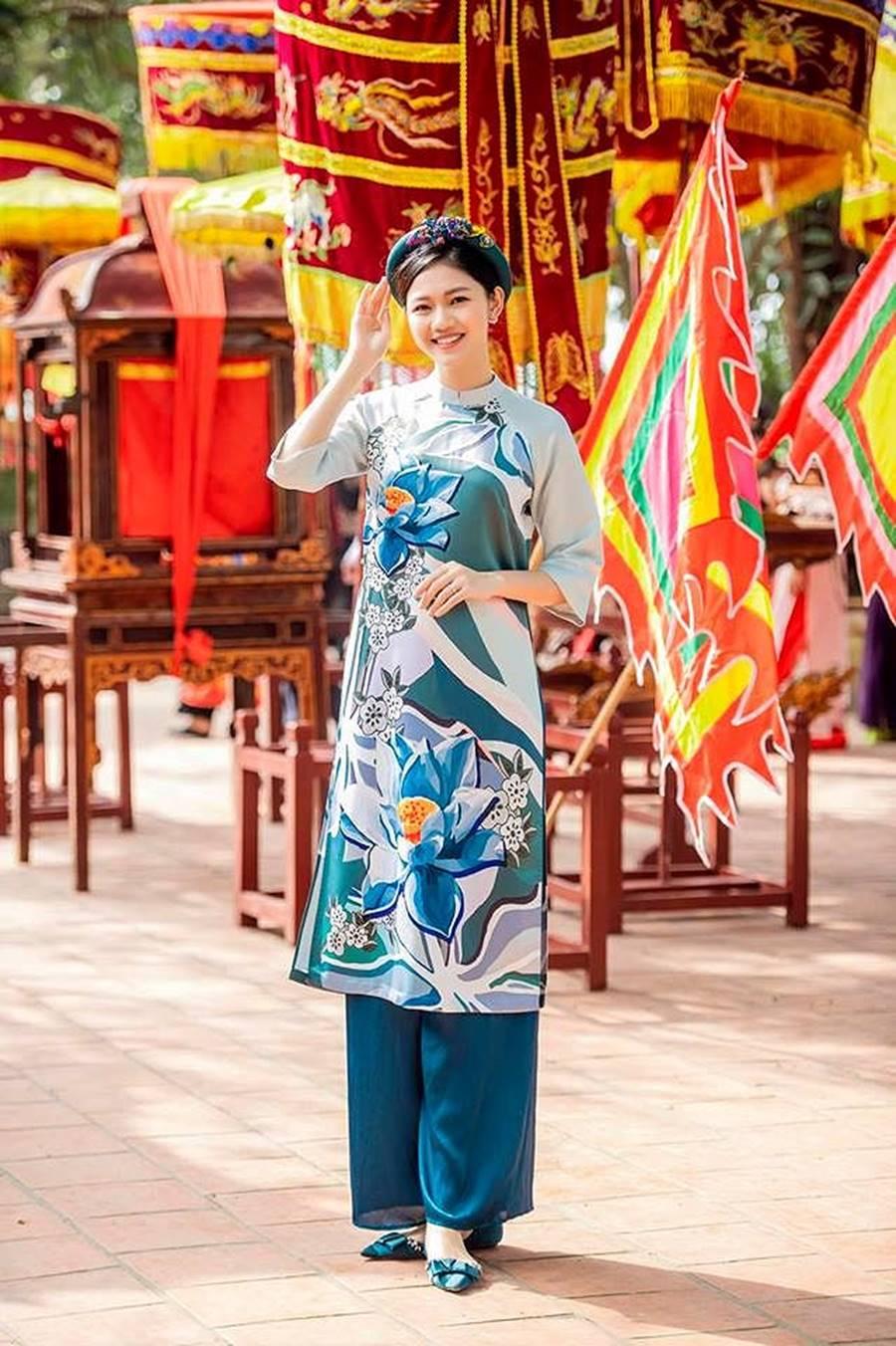 Hoa hậu Tiểu Vy, Á hậu Phương Nga đốn tim fans với váy áo lộng lẫy-10