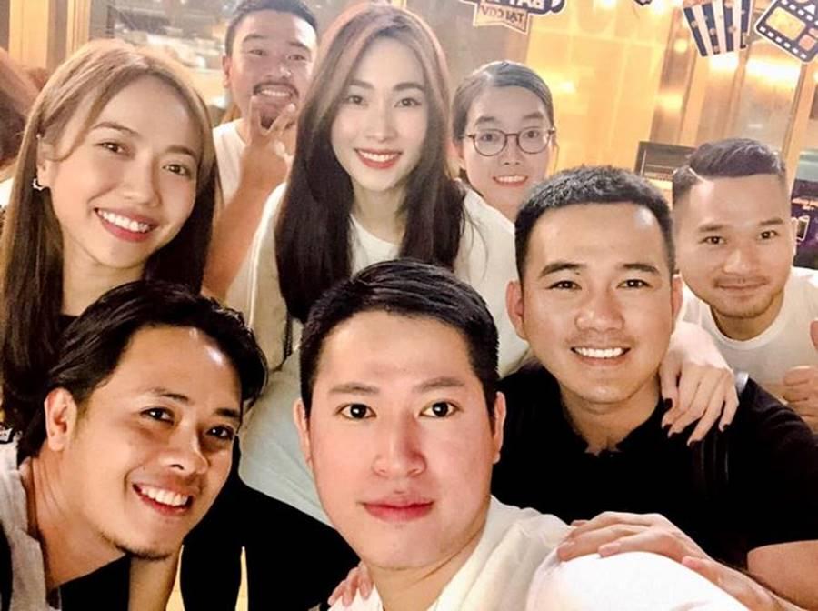 Hoa hậu Tiểu Vy, Á hậu Phương Nga đốn tim fans với váy áo lộng lẫy-15