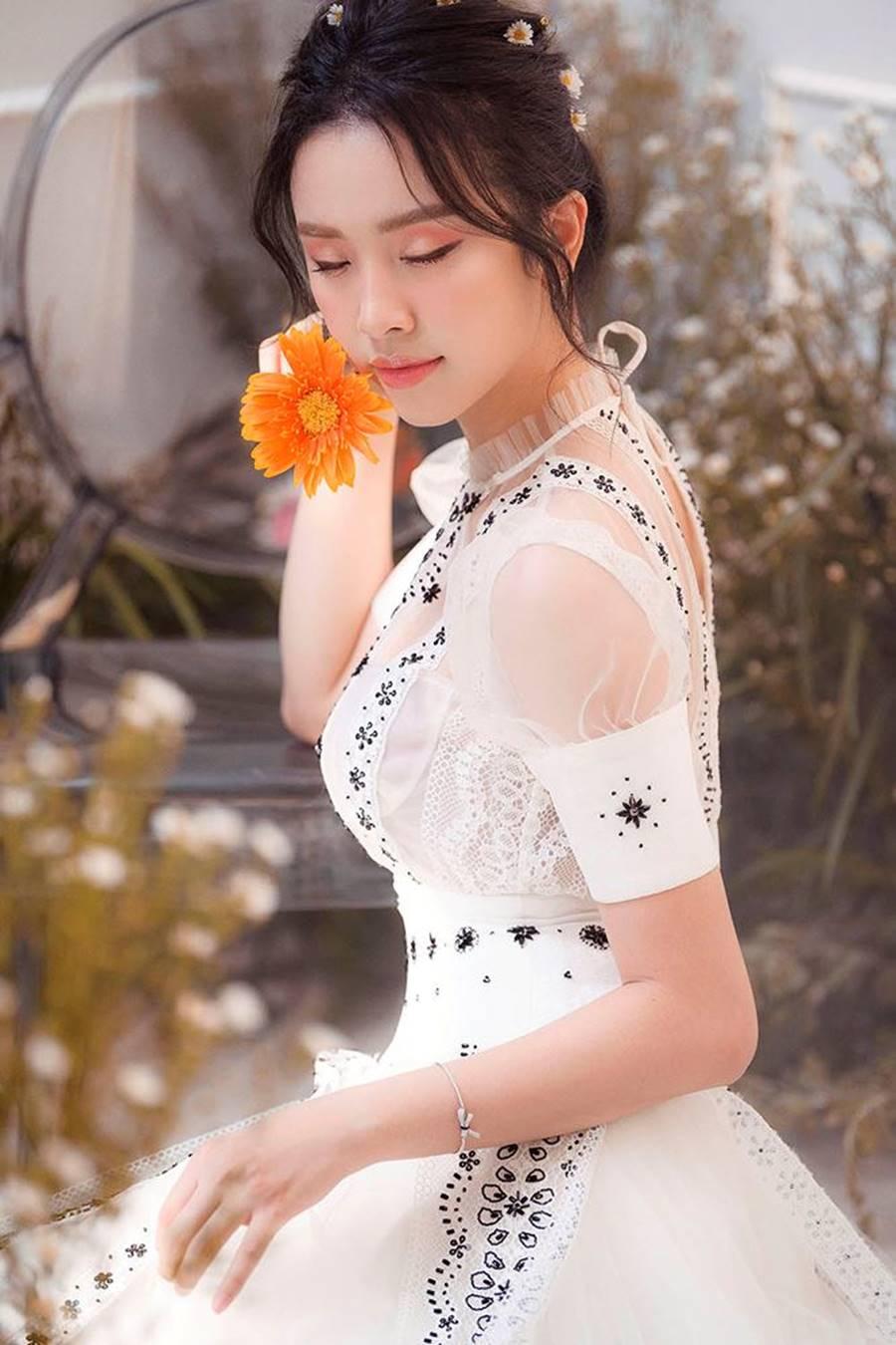 Á hậu Thuý An tái xuất xinh đẹp, hé lộ kế hoạch thi sắc đẹp quốc tế-10